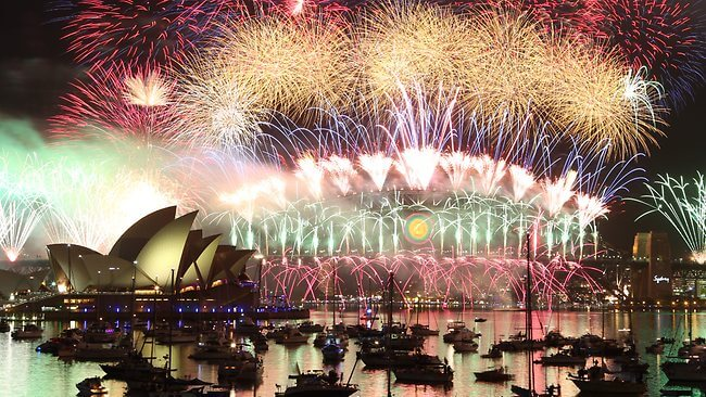 New Year's Eve: Sydney welcomes 2018 with 8 tonnes of fireworks